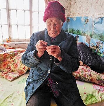 青岛两位百岁老人登寿星榜 114岁仍包揽家务活