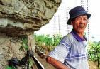你向往吗?开荒发现世外桃源住10年 60岁老伯成了现代版