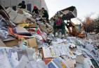 废纸回收站1吨废纸砸中员工 六旬中国籍员工当场身亡另一人受伤