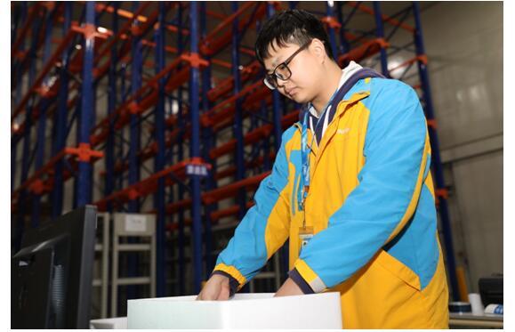苏宁南京冷链仓从无到有  90后站长为建仓跑遍全城