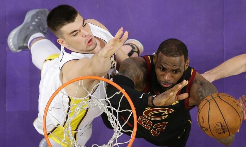 NBA新赛季:骑士不敌湖人 客场以113比127败北