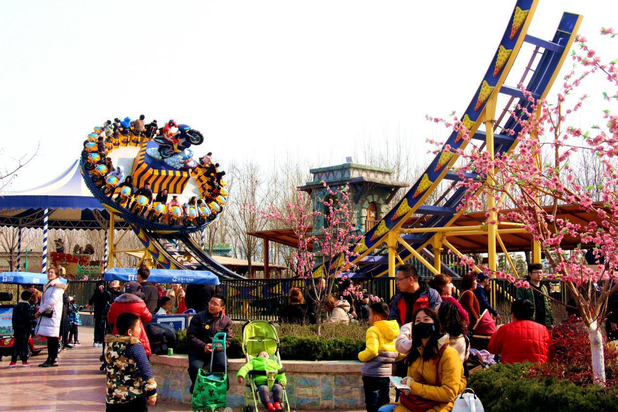 济南方特熊熊植树节顺利开展 百组家庭开启方特植树之旅