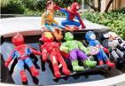 车顶贴满蜘蛛侠、绿巨人等玩偶 交警:脱落易发事故