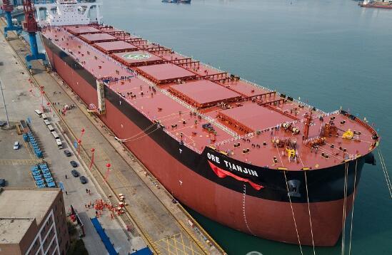 青岛造世界最大矿砂船 载重相当...