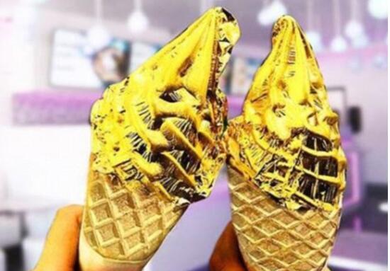 店铺推纯金冰淇淋一个94元 美味冰淇淋用可食用金箔包裹