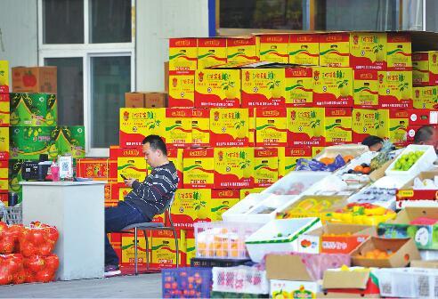 疯狂的纸箱:批发商精算水果价格 纸箱厂咬牙硬挺运转