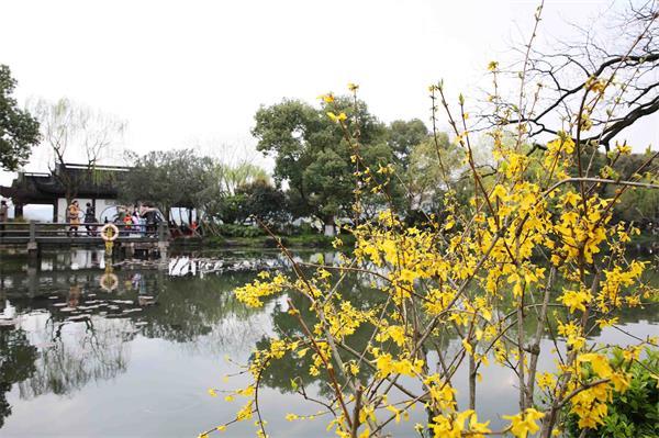 文明旅游看杭州:我看西湖多�趁� 西湖待我亦�娜�