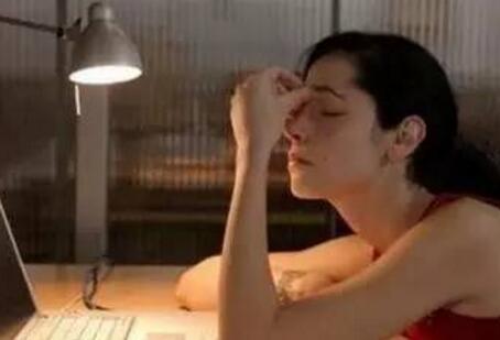 """11点后睡的人,白开水里加点它!让熬夜不再""""伤肝"""""""