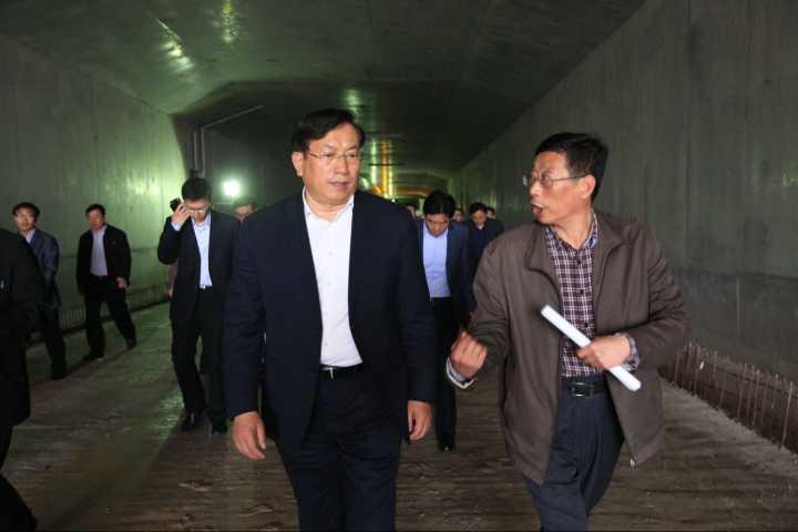 王忠林调研中央商务区建设工作