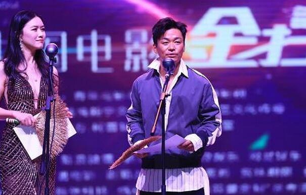"""烂片奖?王宝强亲领金扫帚 本人领取""""最令人失望导演奖""""全场掌声阵阵"""