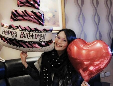 41岁周蕙生日狂收蛋糕 12个蛋糕令她直呼要胖的节奏