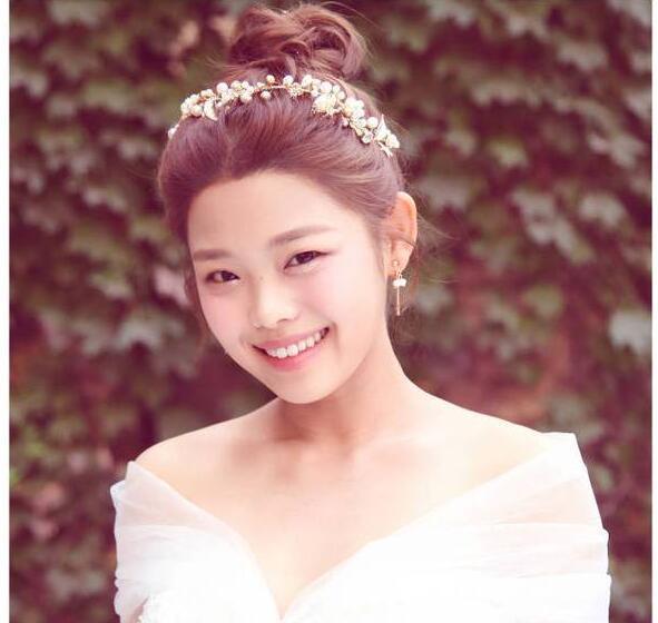 """26岁王莎莎晒婚纱照引发猜想 网友都爱""""莫小贝"""""""