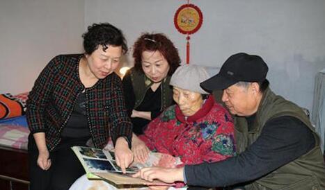 6兄妹照料92岁老母亲 16年30万字护理日记令人泪目