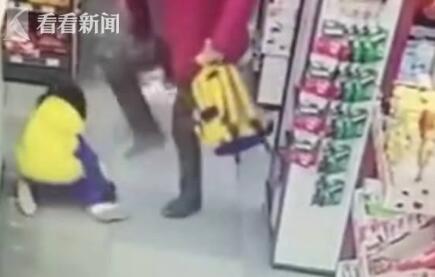 奶奶超市暴打孙女 28秒内亲奶奶对孙女连环暴击23下