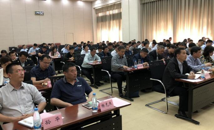 杨峰出席全市城乡环境综合整治工作会议