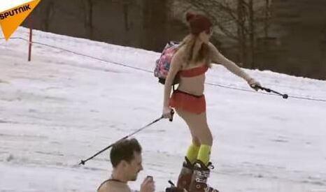 """俄罗斯:1800人泳装滑雪 打破""""最多人穿泳装滑雪""""世界纪录"""