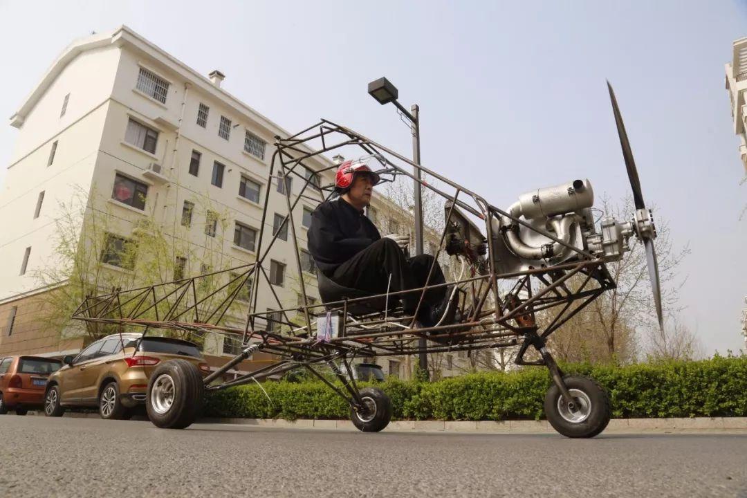 """滨州一达人在家造""""飞机""""!他的心思你肯定猜不到!"""