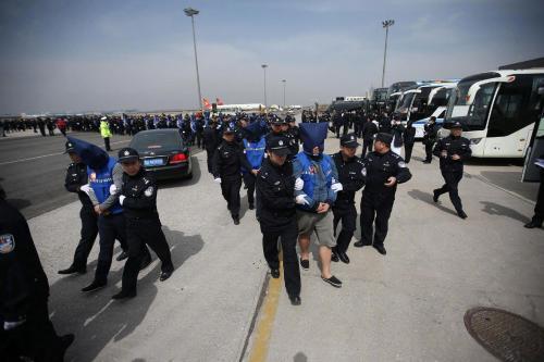 78名台湾电信网络诈骗犯罪嫌疑人从菲律宾被押解回国