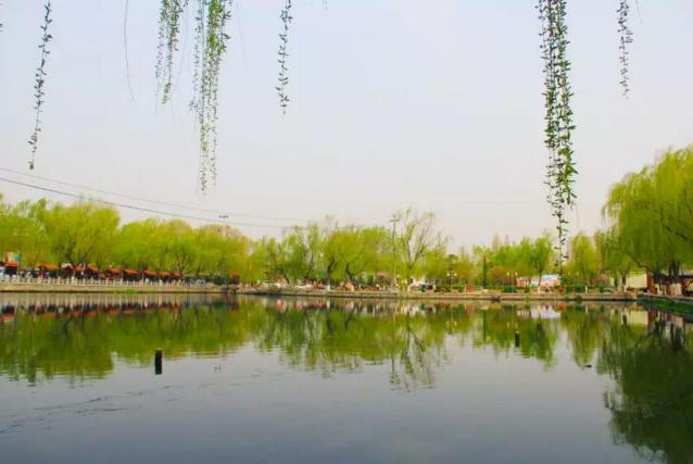 """明府城的清明节:""""令日湖山分外嘉,百花洲上正蒸霞"""""""