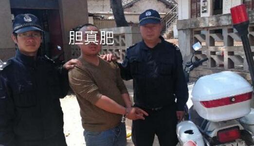 """一男子丽江游玩见警用摩托车钥匙未取便将其""""顺走"""""""