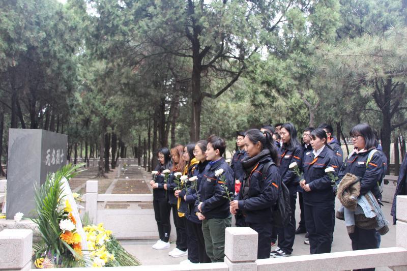 缅怀革命烈士  济南热力集团团委开展清明祭扫活动