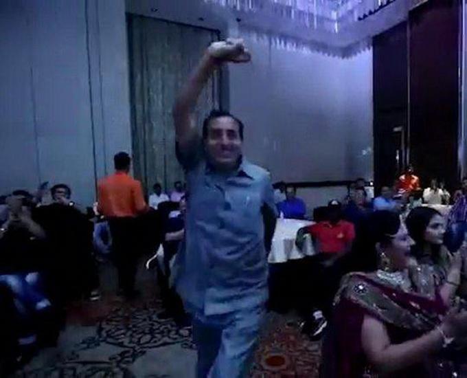 印男子领奖台身亡 16秒前还即兴跳起一段宝莱坞歌舞