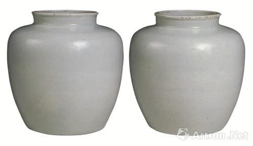 """清乾隆刻""""福寿三多纹""""白釉罐"""