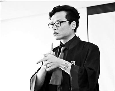 """手语律师因视频走红 """" 微信""""涌入""""上万名好友"""