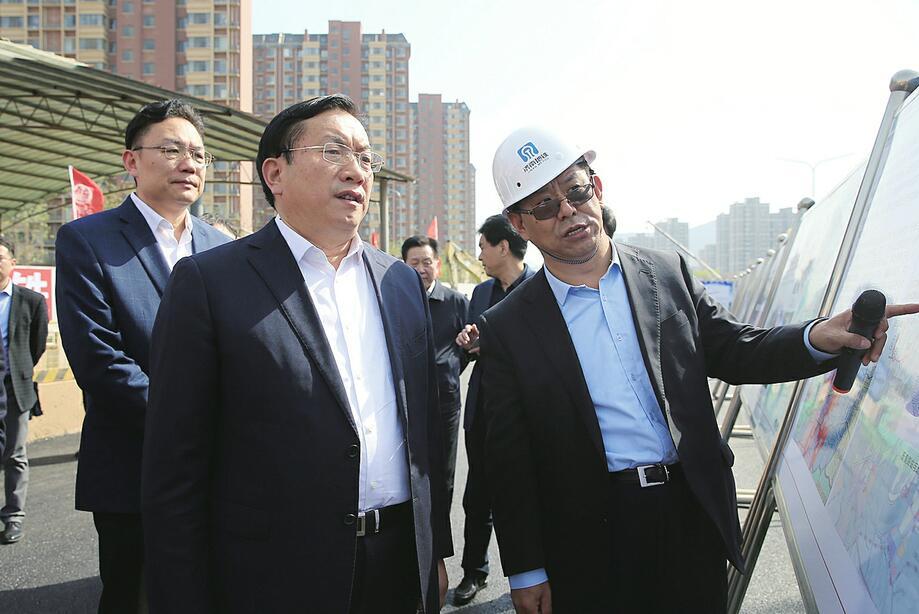 王忠林调研轨道交通工程建设工作 确保R1线明年元旦通车