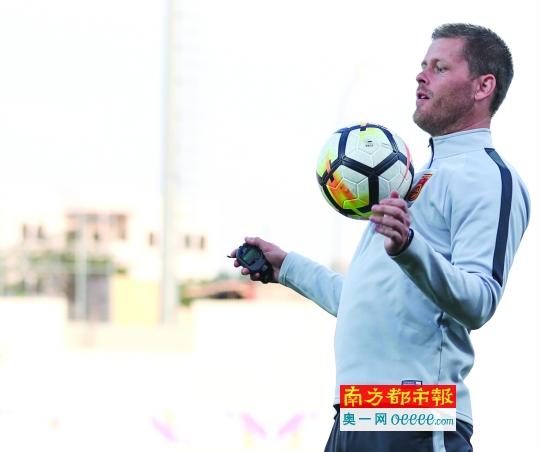 女足主帅埃约尔松:要让中国球迷以女足为荣