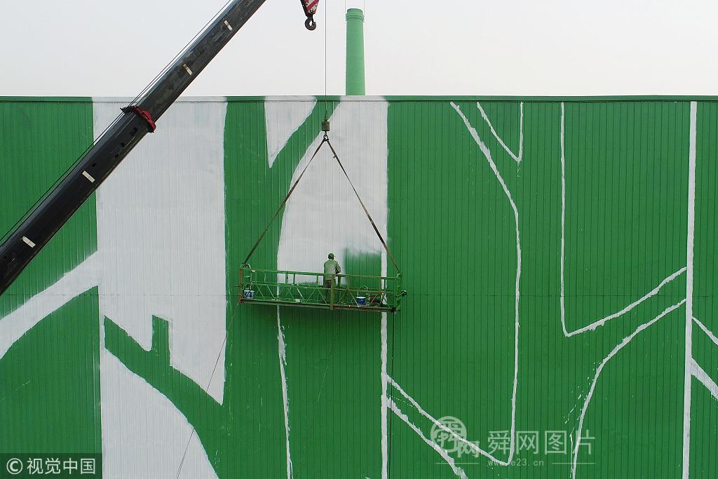 """滨州创意墙绘扮靓老厂房 油漆一刷秒现""""绿色森林"""""""
