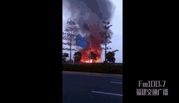 突发!福州一大巴车起火引燃另外3部 起火原因仍在调查