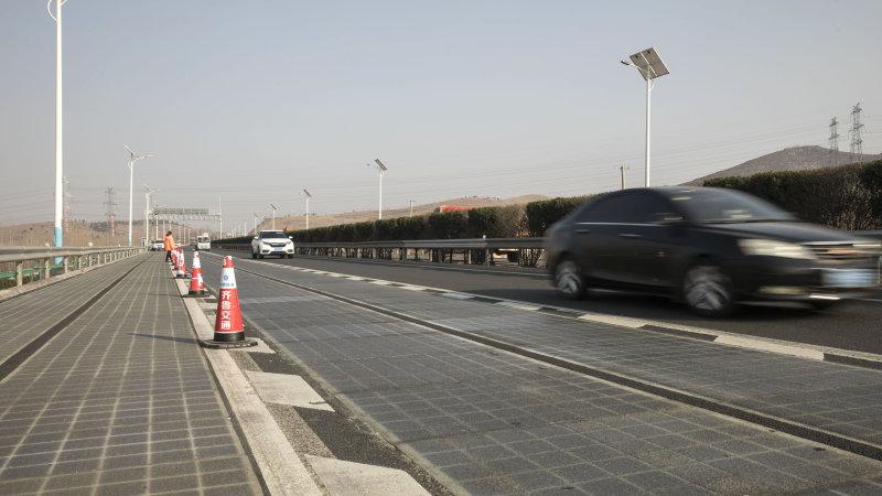 济南光伏公路可无线充电 网友:流动太阳能充电宝