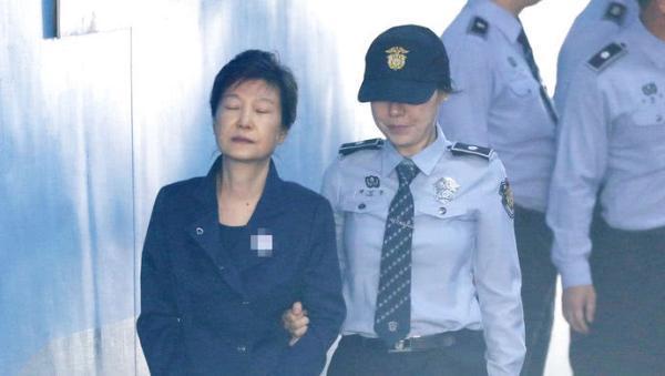朴槿惠放弃上诉 被罚180亿韩元而个人财产只有70亿韩元
