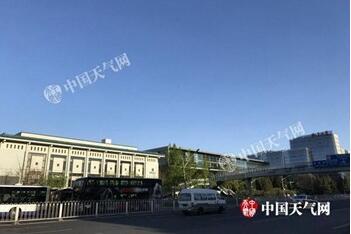 北京半马开跑 从天安门广场到奥林匹克公园分时段交通管制
