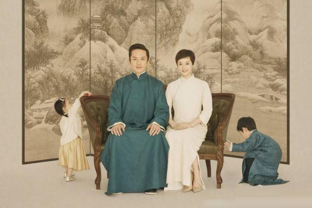 孙俪游悉尼晒与女儿合影 2005年与邓超因戏生情2011年结婚