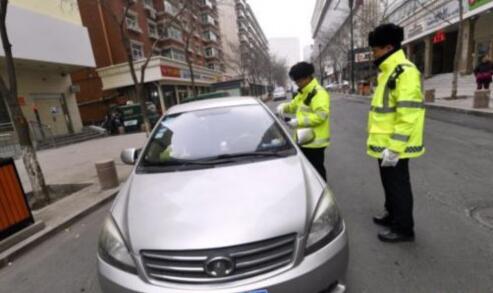 """男子起诉交警队胜诉:""""我是排队进停车场并非停车"""""""