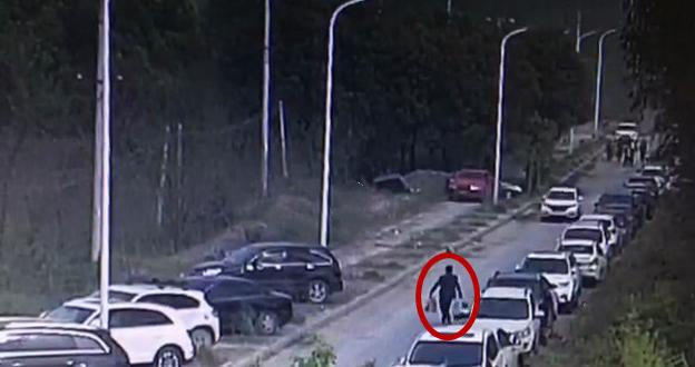 """男子盗窃陵园豪车砸车盗财 民警翻遍监控锁定""""红衣大盗"""""""