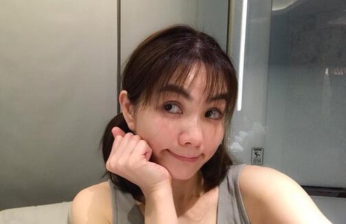 放飞自我?Ella剪空气刘海 37岁