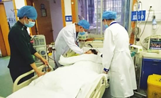 竞选失败进ICU 湖南17岁女孩竞选社团主席失败喝下大量白酒