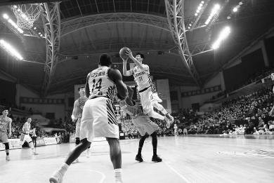 4比0横扫广厦 辽宁男篮夺冠 主场举起至尊鼎