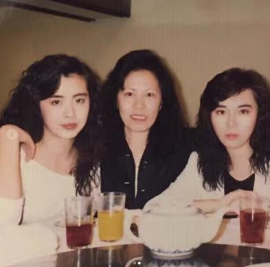 王祖贤闺蜜曝旧照回忆过往 旧日年轻魅力引网友惊呼