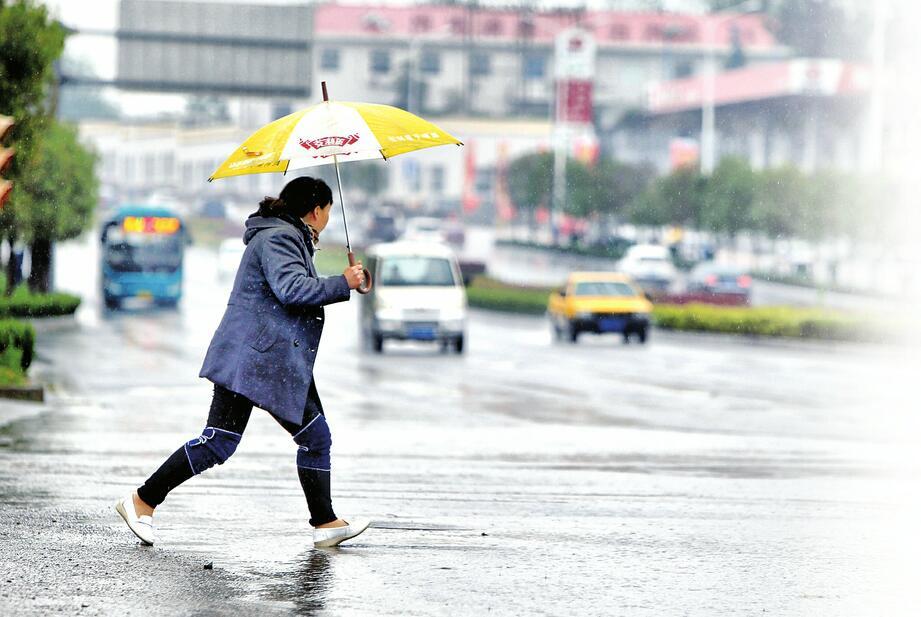 全市发射增雨火箭弹二百余枚 累计平均降雨量达到暴雨量级