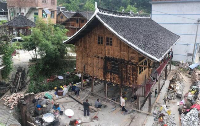 贵州吊脚楼神奇平移 民间土法三天挪七米不影响照常生活