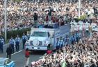 人山人海!羽生结弦仙台巡游全是人 巡游10分钟逾10万人参加