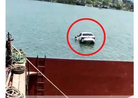 广西男子挥刀杀妻 而后企图自杀!最后驾车冲到鸡喇码头坠河溺亡