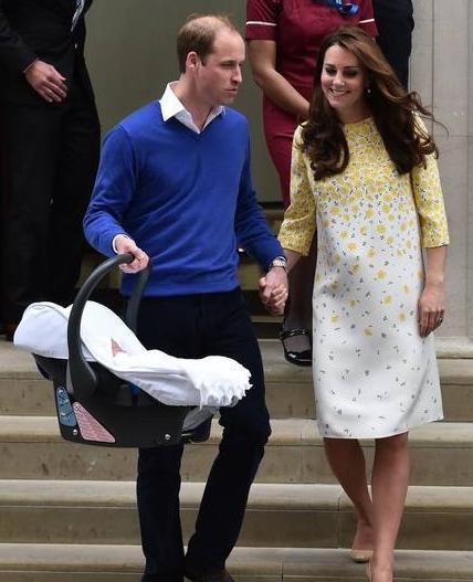凯特王妃产子全程回顾 英国王室多子多福!哈里王子顺位又往后了一位