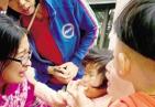 感动!2岁女童奶糖卡喉 护士紧急抢救手指被咬出血