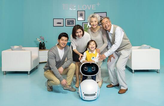 华硕举办2018开放平台新品发布会 小布机器人强势吸睛