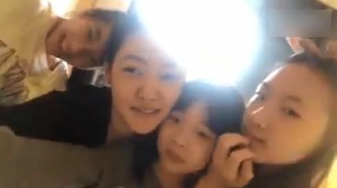 小S母女四人出游 二女儿吐槽妹妹头臭匆匆结束视频